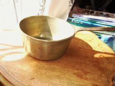 "ANTIQUE ? SOLID VERY HEAVY BRASS SAUCEPAN WITH RIVETED CAST IRON HANDLE 6.75"" DI"